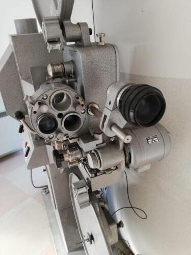 Il vecchio proiettore analogico